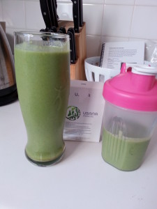 Mommy and daughter smoothies